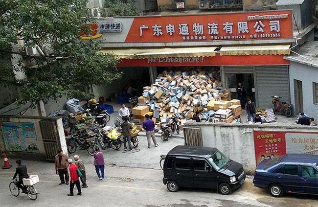 Завал посылок на распродаже в Китае
