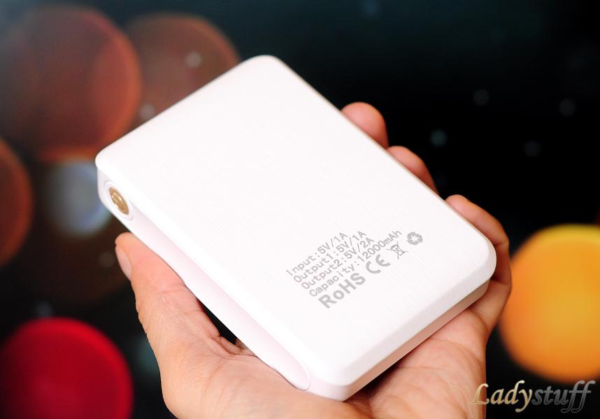 Внешний аккумулятор для мобильного телефона и планшета